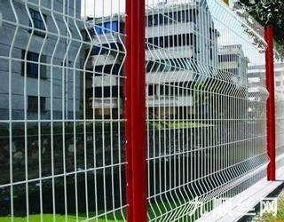 三角折弯型护栏网.jpg