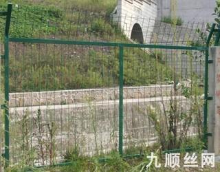 铁路防护栅栏.jpg
